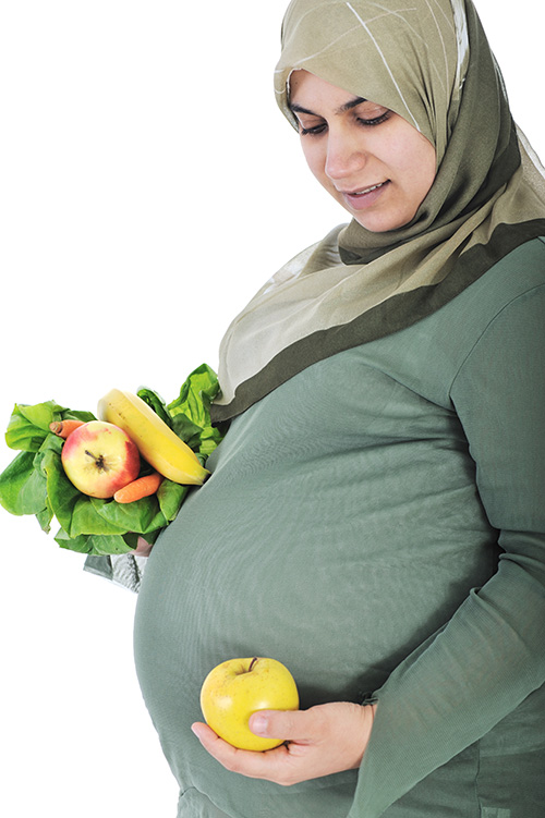 preg-w-hejab-and-snack-small